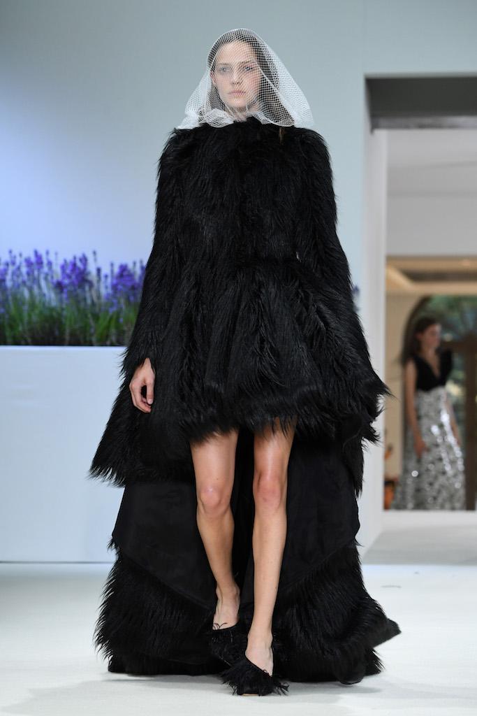 Giambattista Valli Haute Couture Autunno-Inverno 2018/19, le foto
