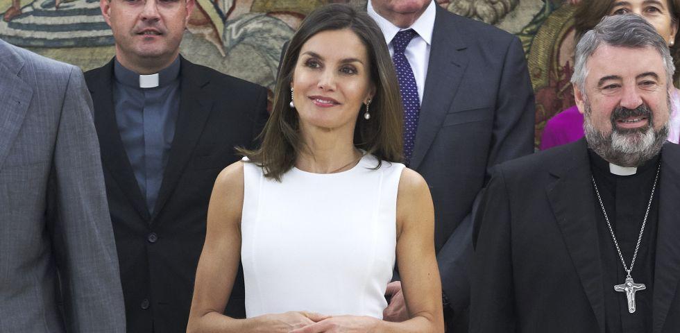 2b196a496223 Letizia Ortiz regina di stile con il tubino bianco Boss | DireDonna