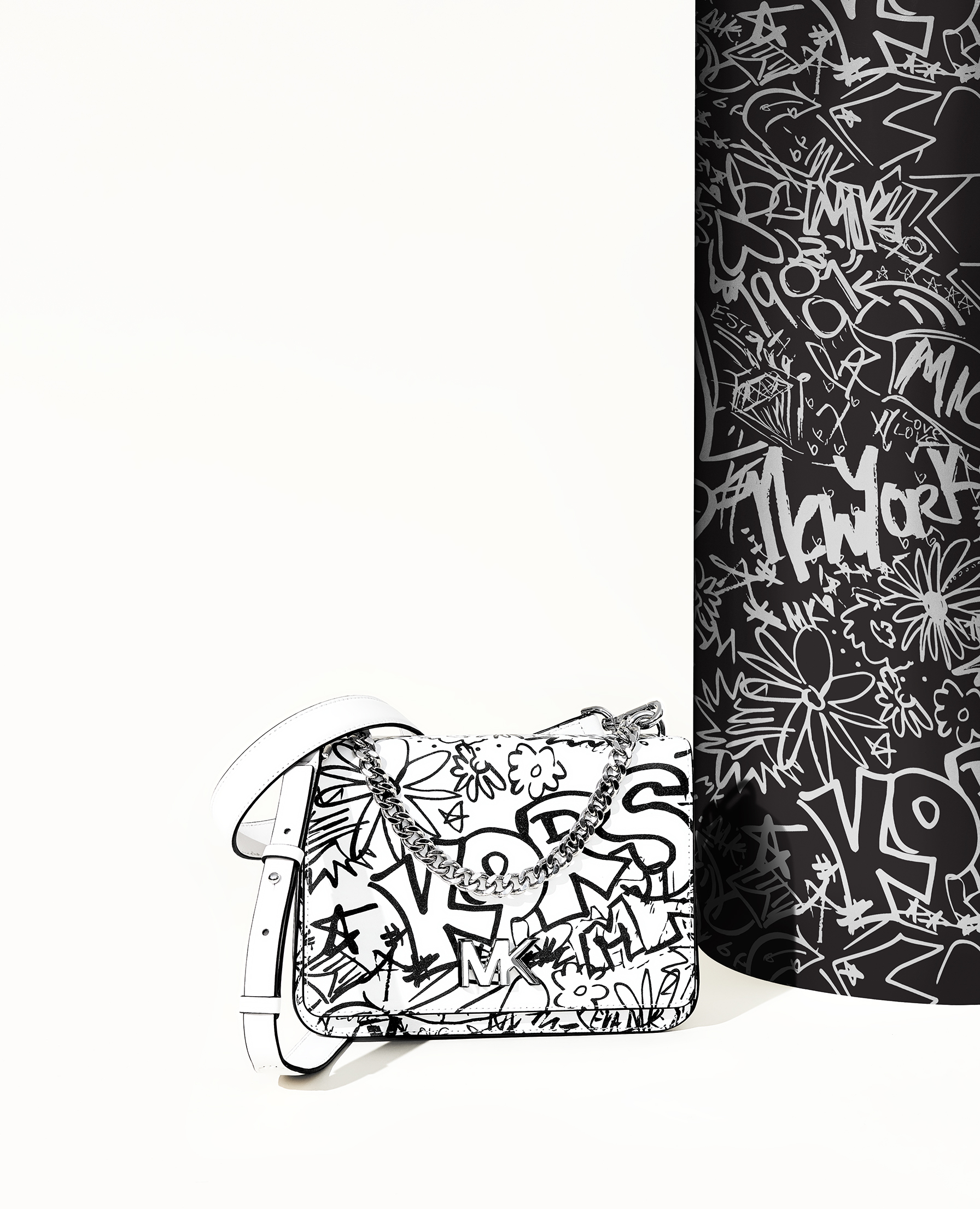#MKGO Graffiti, la nuova capsule collection di Michael Kors, foto