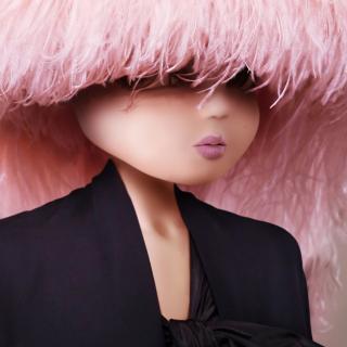 Noonoouri, l'influencer virtuale che veste Gucci e Dior