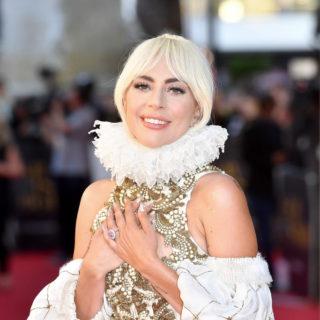 Lady Gaga diva di corte in Alexander McQueen