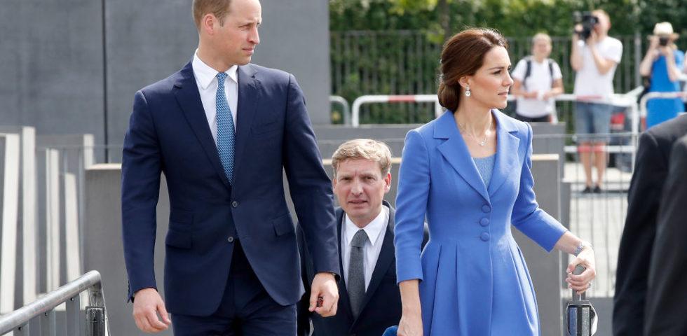 Kate Middleton torna in pubblico e indossa ancora una volta il soprabito Catherine Walker