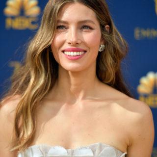 Come copiare il beauty look di Jessica Biel agli Emmy