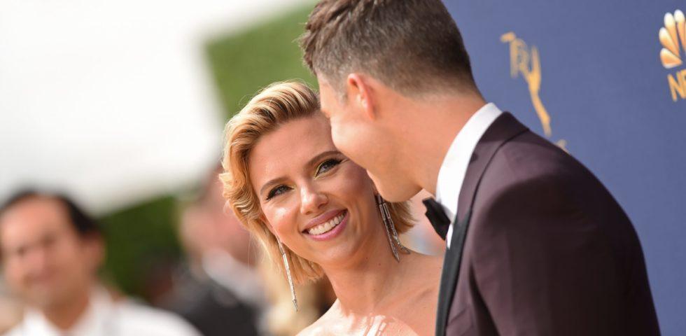 Emmy 2018: Scarlett Johansson sul red carpet con il fidanzato Colin Jost