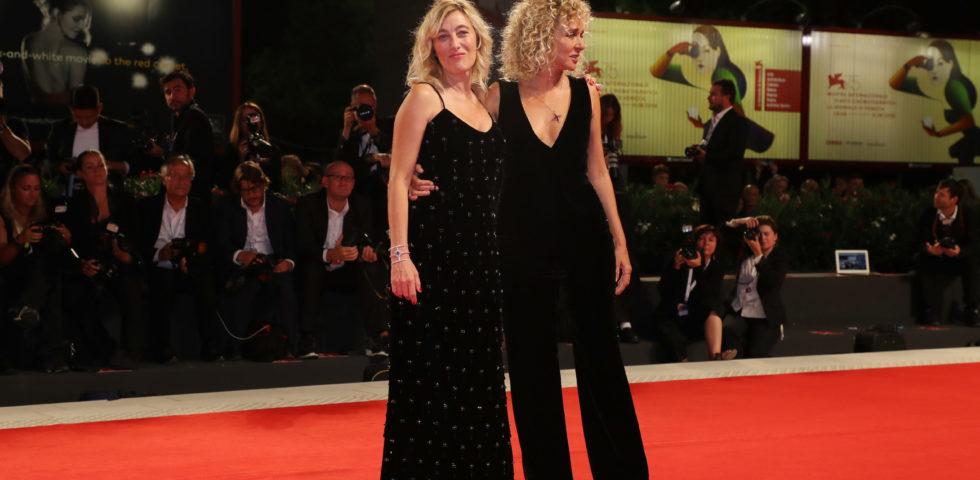 Venezia 75: i look di Valeria Bruni Tedeschi e Valeria Golino sul red carpet