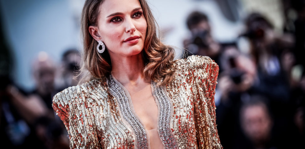 Venezia 75: i look di Natalie Portman e Dakota Fanning sul red carpet