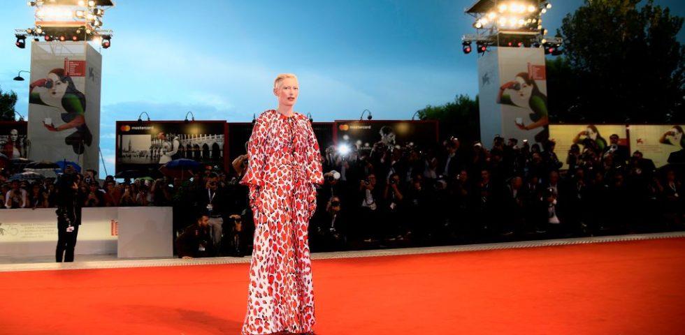 Venezia75: i look sul red carpet di Tilda Swinton e Naomi Watts