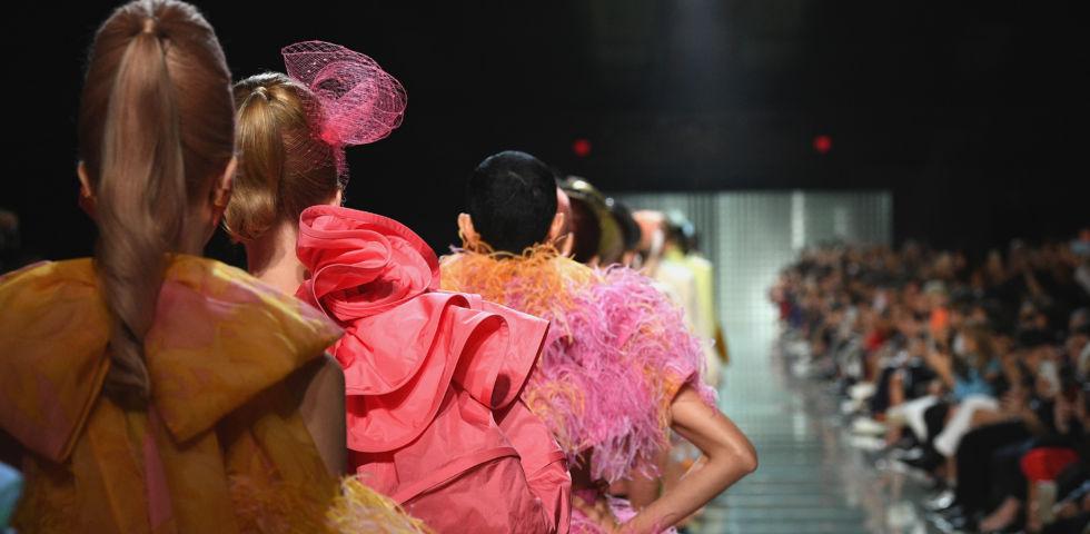 10 tendenze della Moda Primavera Estate 2019 dalla New York Fashion ... a5c029252dc
