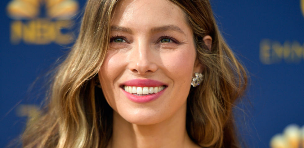Come ricreare il beauty look di Jessica Biel agli Emmy 2018