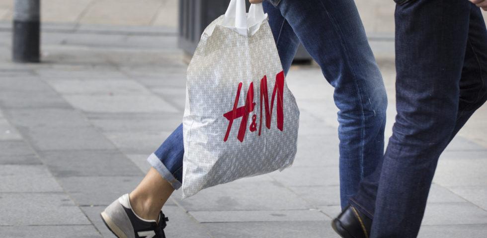 Burberry, Zara, L'Oréal e H&M riducono la produzione di buste di plastica