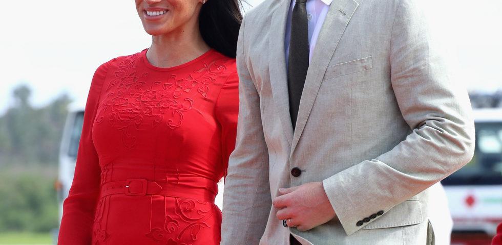 Principe Harry protettivo con Meghan Markle perché non ha potuto proteggere Lady Diana dai paparazzi
