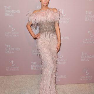 Paris Hilton presenta la sua linea skincare