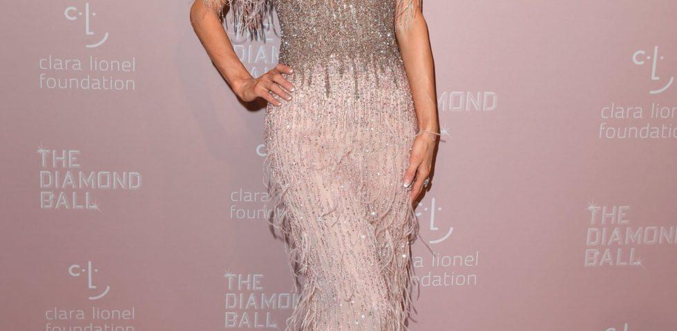 Paris Hilton presenta la sua linea di bellezza Pro D.N.A