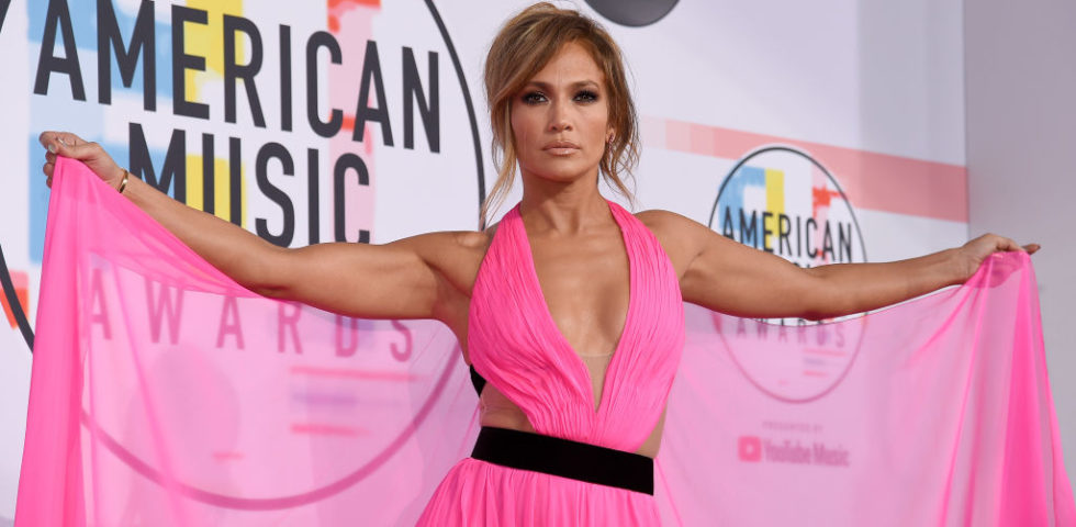 American Music Awards 2018: da Jennifer Lopez a Taylor Swift i look più belli sul red carpet