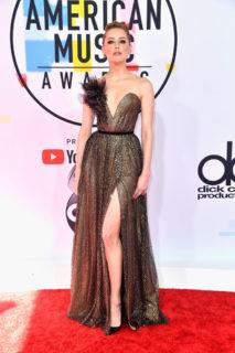 American Music Awards 2018, le foto dei look più belli sul red carpet