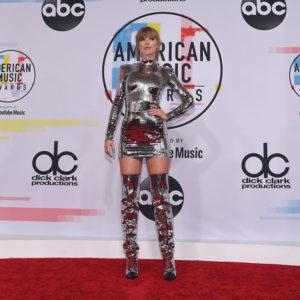 Taylor Swift si trasforma in un uomo nel suo ultimo video