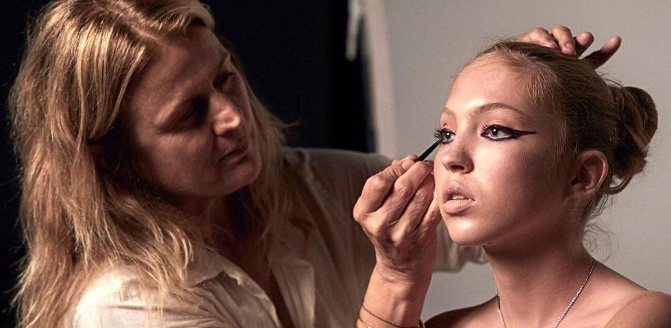 Lila Moss, figlia di Kate, nuovo volto di Marc Jacobs beauty