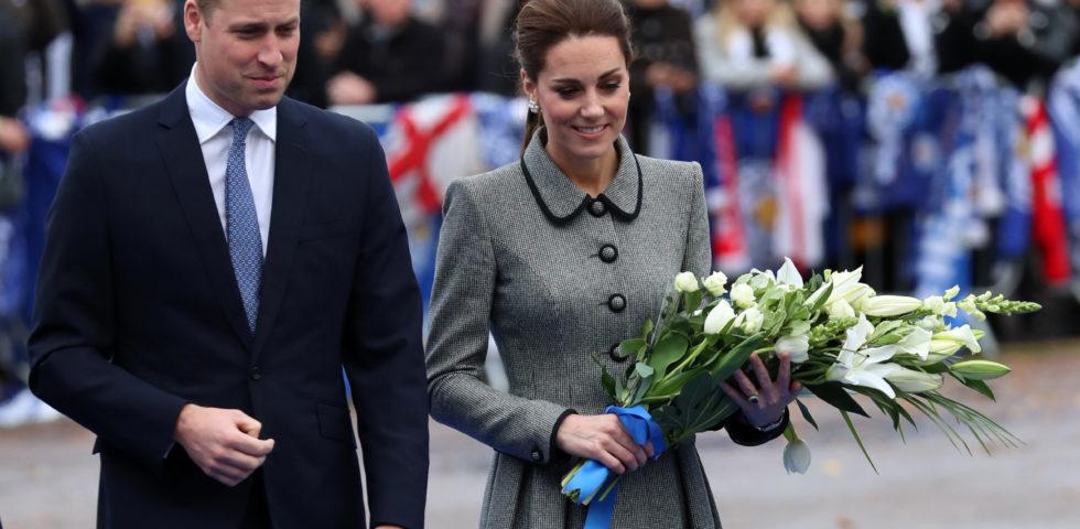 Kate Middleton in grigio per commemorare le vittime di Leicester