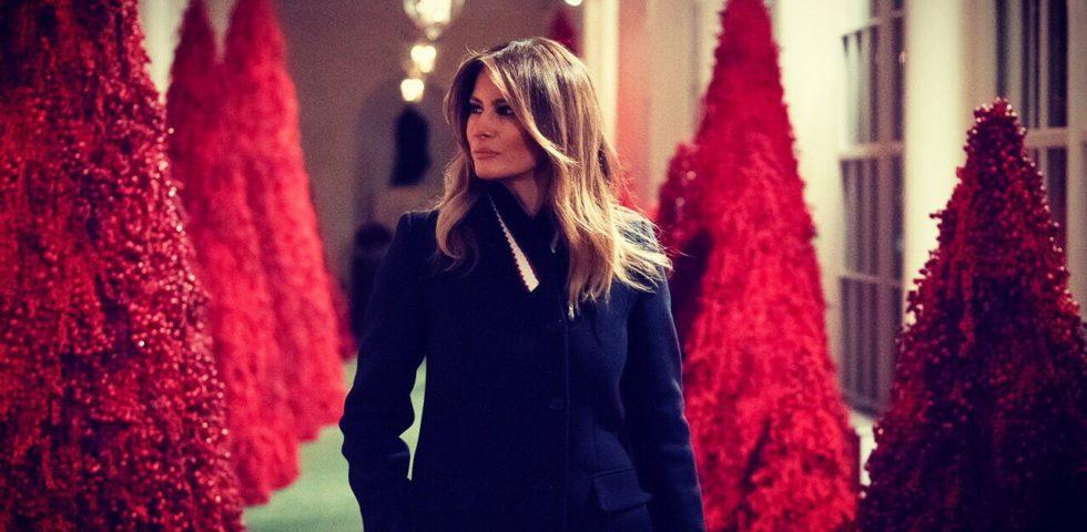 Melania Trump: alberi di Natale rossi per decorare la Casa Bianca