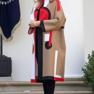 Melania Trump criticata per il cappotto Dior