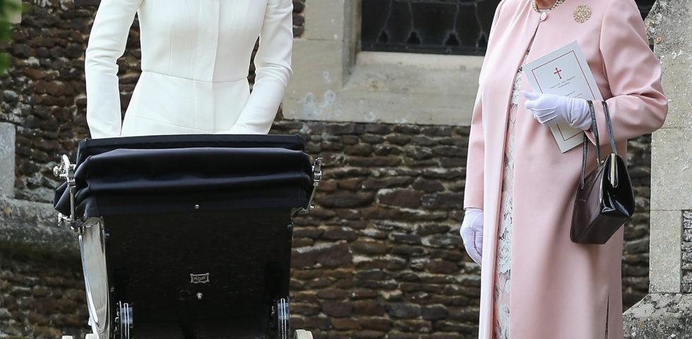 Kate Middleton a Buckingham Palace per un tè con la Regina