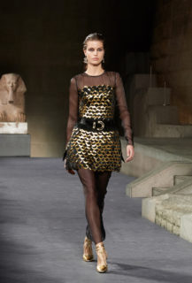Chanel sfila al Met di New York con la collezione Métiers d'Art, le foto