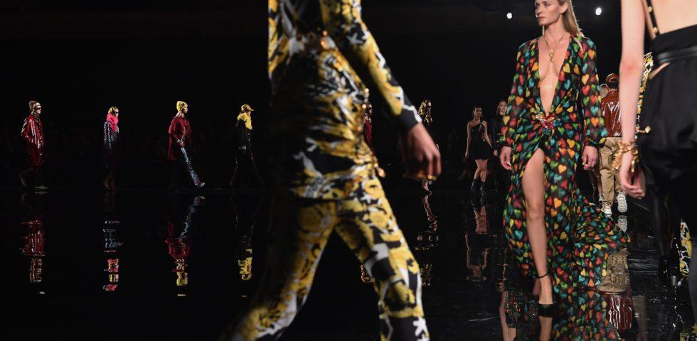Versace: in passerella gli abiti che 20 anni fa hanno fatto la storia della maison