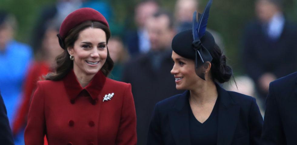 Kate Middleton e Meghan Markle insieme sorridenti alla messa di Natale