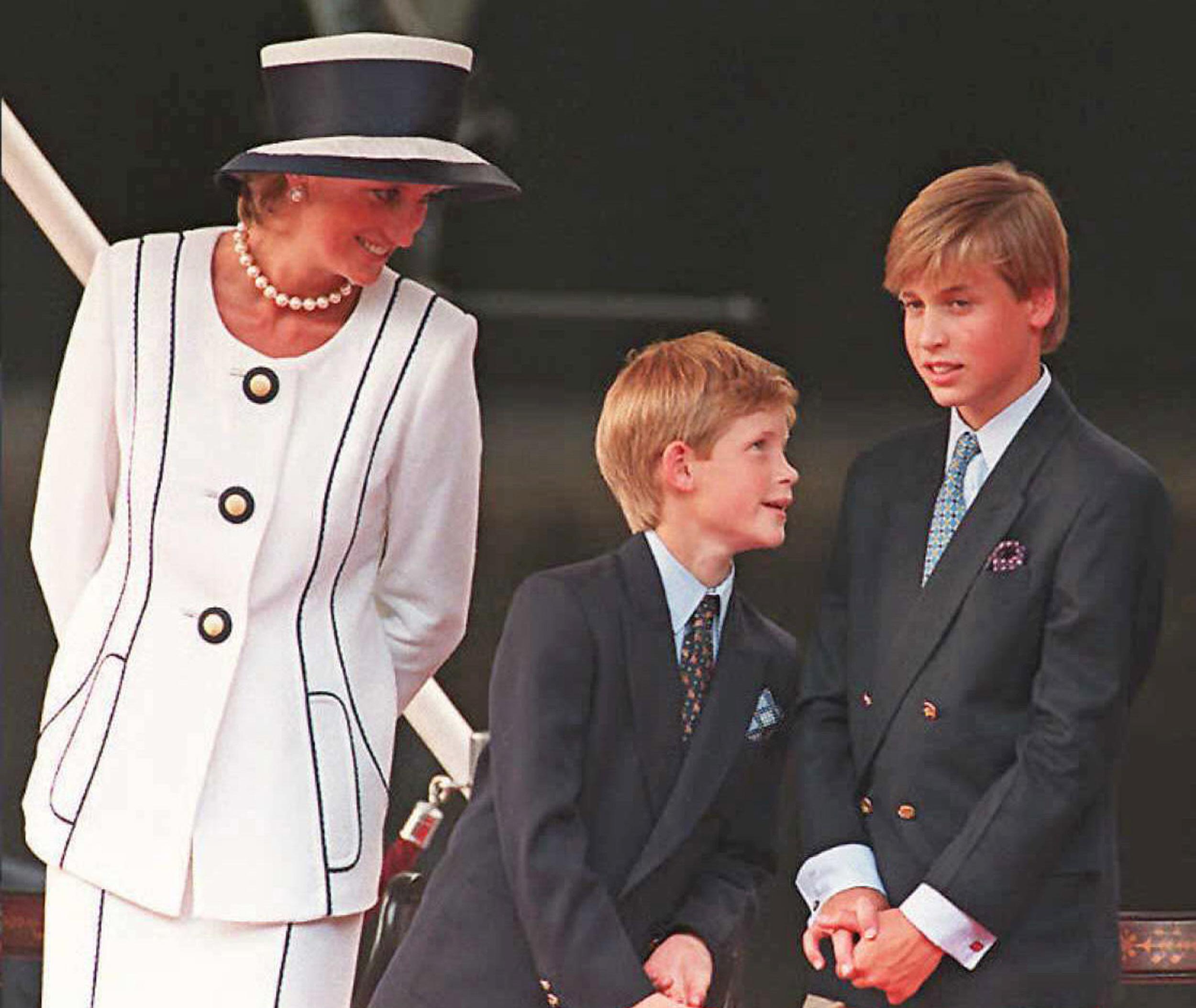 Harry vuole proteggere Meghan Markle come avrebbe protetto Lady Diana.
