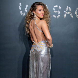 Blake Lively diva anni '80 in Versace