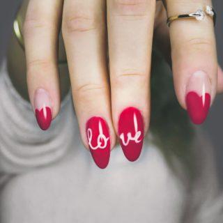 Unghie a stiletto, le manicure più originali