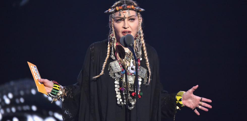 Madonna risponde agli attacchi per il ritocco al lato B