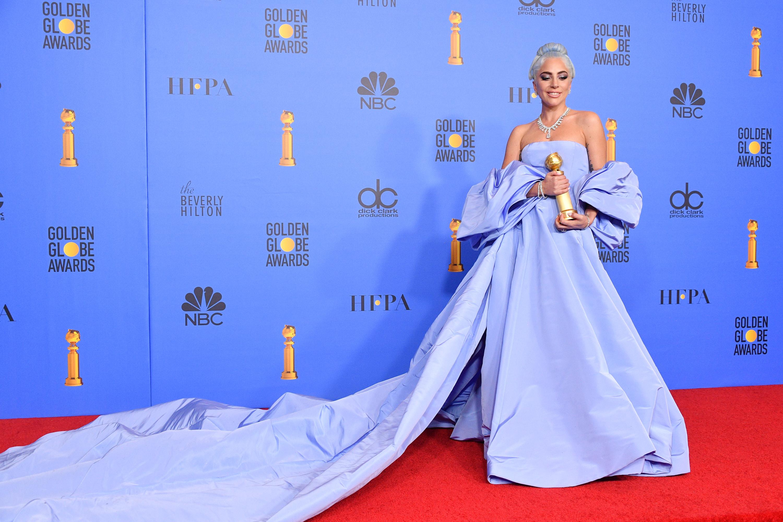 Abito Haute couture di Valentubi color pervinca per Lady Gaga