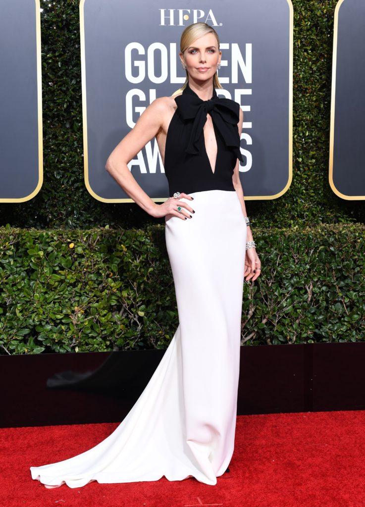 Charlize Theron in un abito bianco e nero di Dior