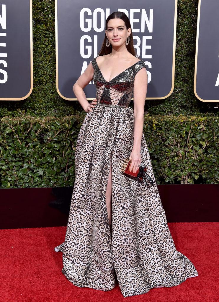 Anne Hathaway in abito animalier di Elie Saab