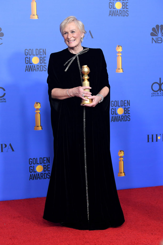 Glenn Close in abito di velluto nero di Armani Privé