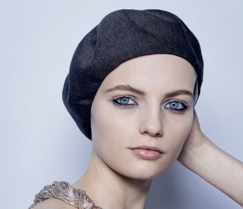 Labbra nude e eyeliner nero per il make-up studiato da Peter Philips per Dior