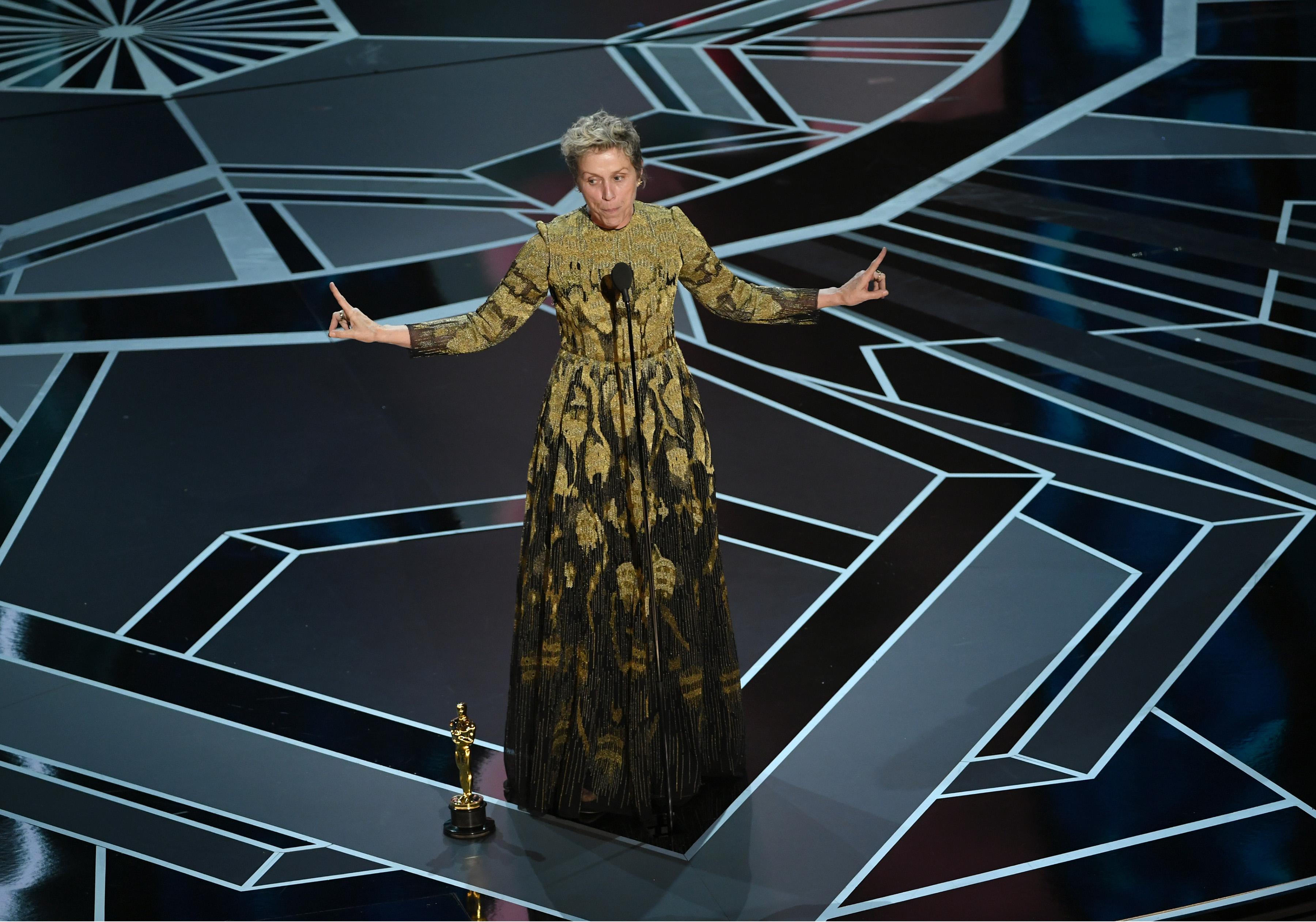 Frances McDormad riceve l'Oscar come miglior attrice per Tre manifesti a Ebbing, Missouri
