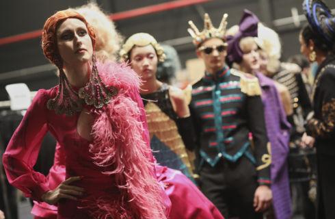Moschino sfila a Cinecittà con la collezione Pre Fall 2019