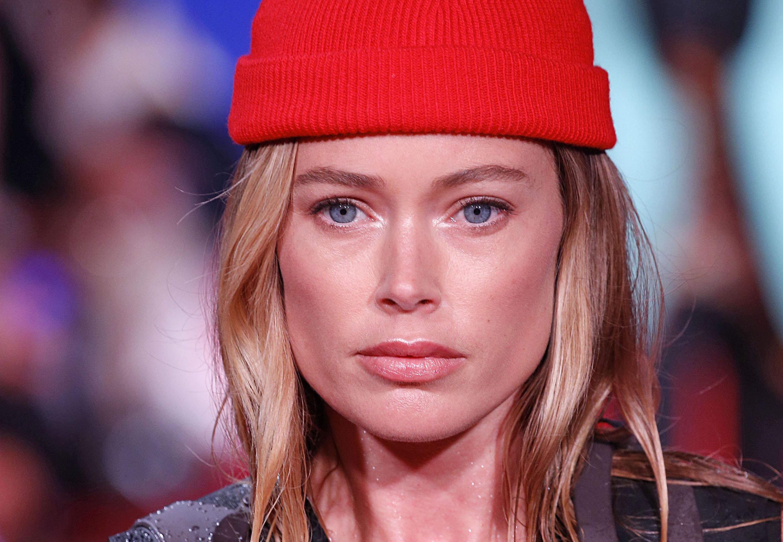 Living coral il rossetto scelto per Doutzen Kroes sulla passerella di Calvin Klein