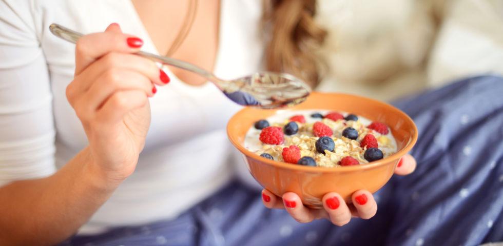 Fiocchi d'avena a colazione: come perdere peso con il porridge