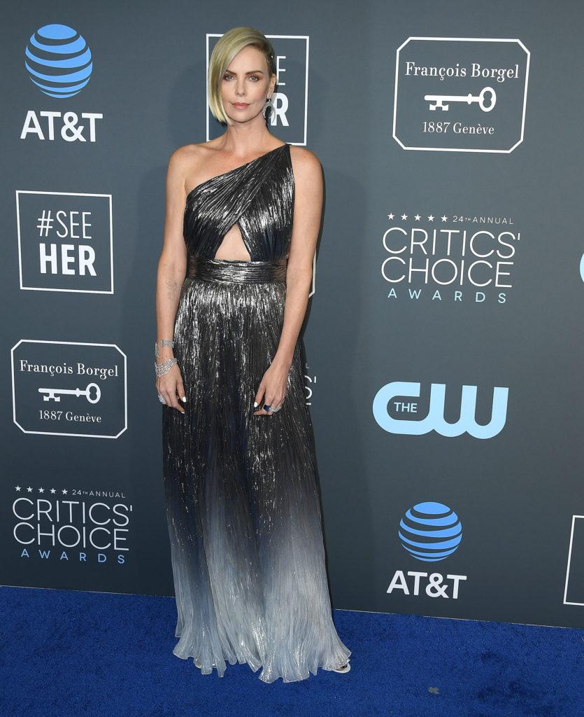 Charlize Theron in un abito di Givenchy