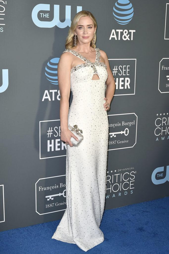 Emily Blunt in abito bianco di Prada