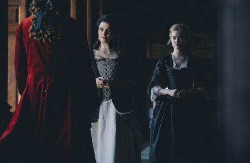 La favorita, tutto sul triangolo femminile in costume con Olivia Colman, Emma Stone e Rachel Weisz
