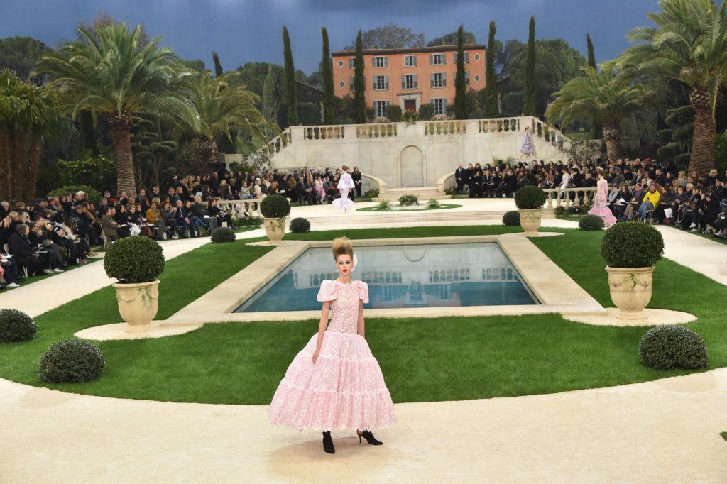 Una modella alla Chanel Haute Couture