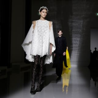 Givenchy, il sublime secondo Claire Waight Keller