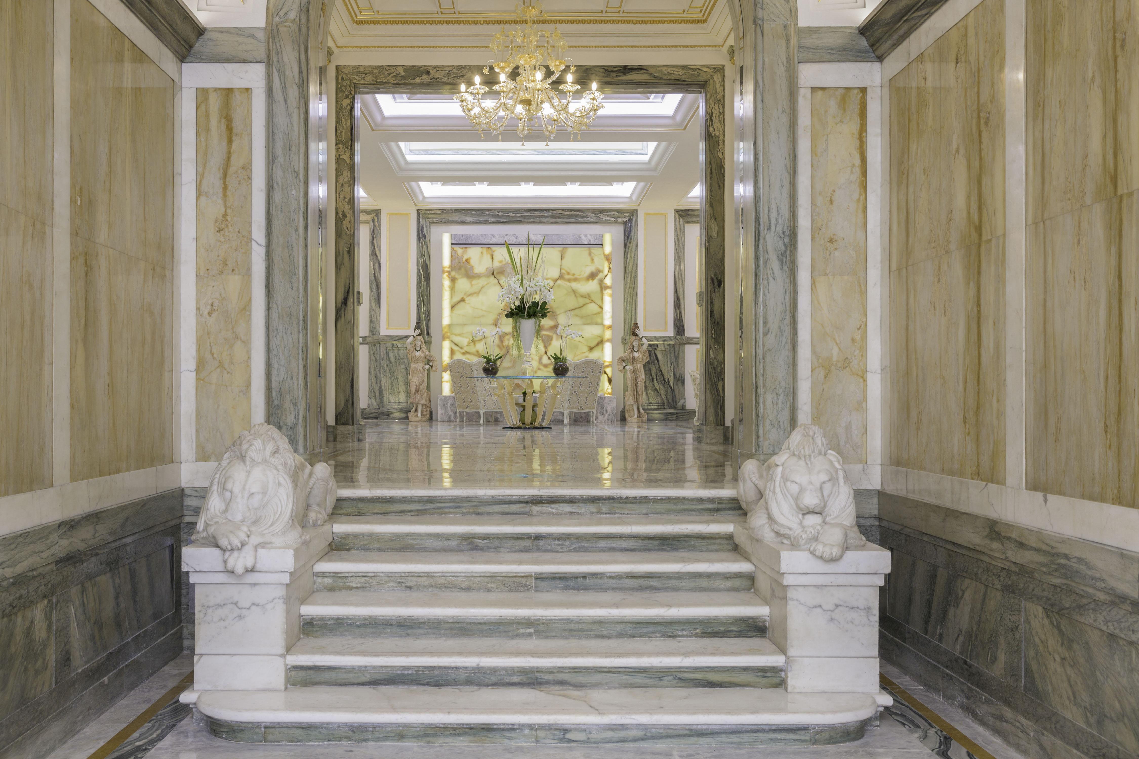 L'entrata dell'Aleph Rome Hotel