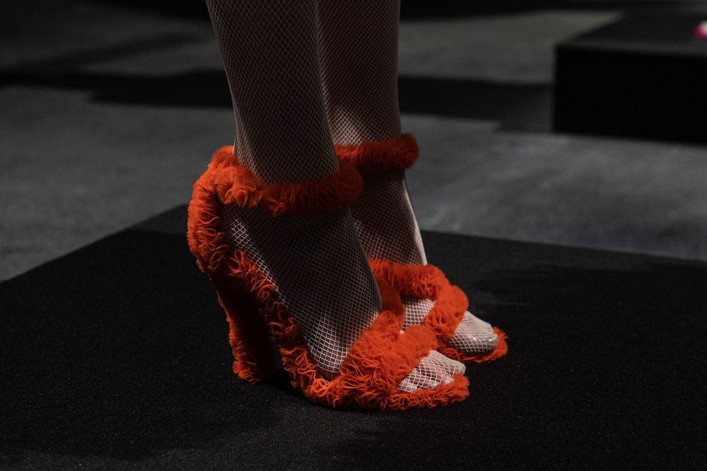Sandali arancioni della collezione Vertigo di Sylvio Giardina