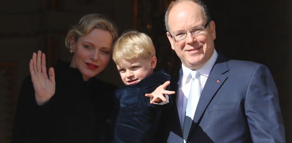 Charlene di Monaco con Alberto e Jacques alla festa della patrona del Principato
