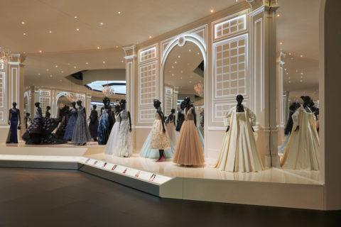 Christian Dior, Designer of Dreams, le foto della mostra a Londra